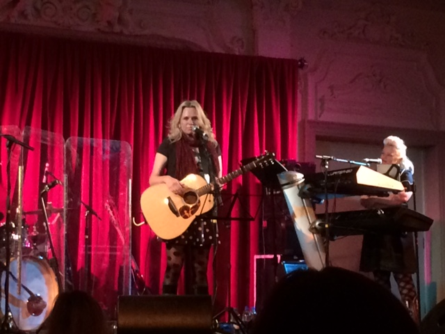 Beccy Cole, supporting Horse in London